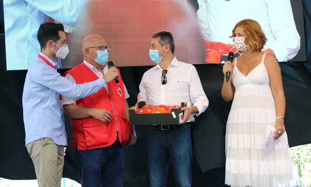 Cruz Roja recibe 2467 euros del Tomate Huevo Toro más solidario