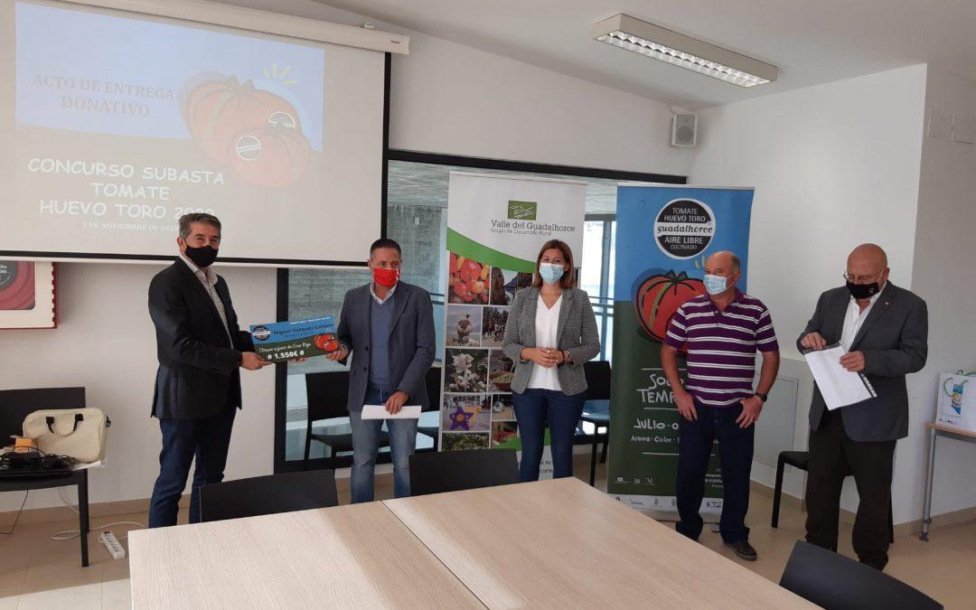 Cruz Roja recibe un donativo de 1.550€ del concurso subasta tomate Huevo Toro 2020